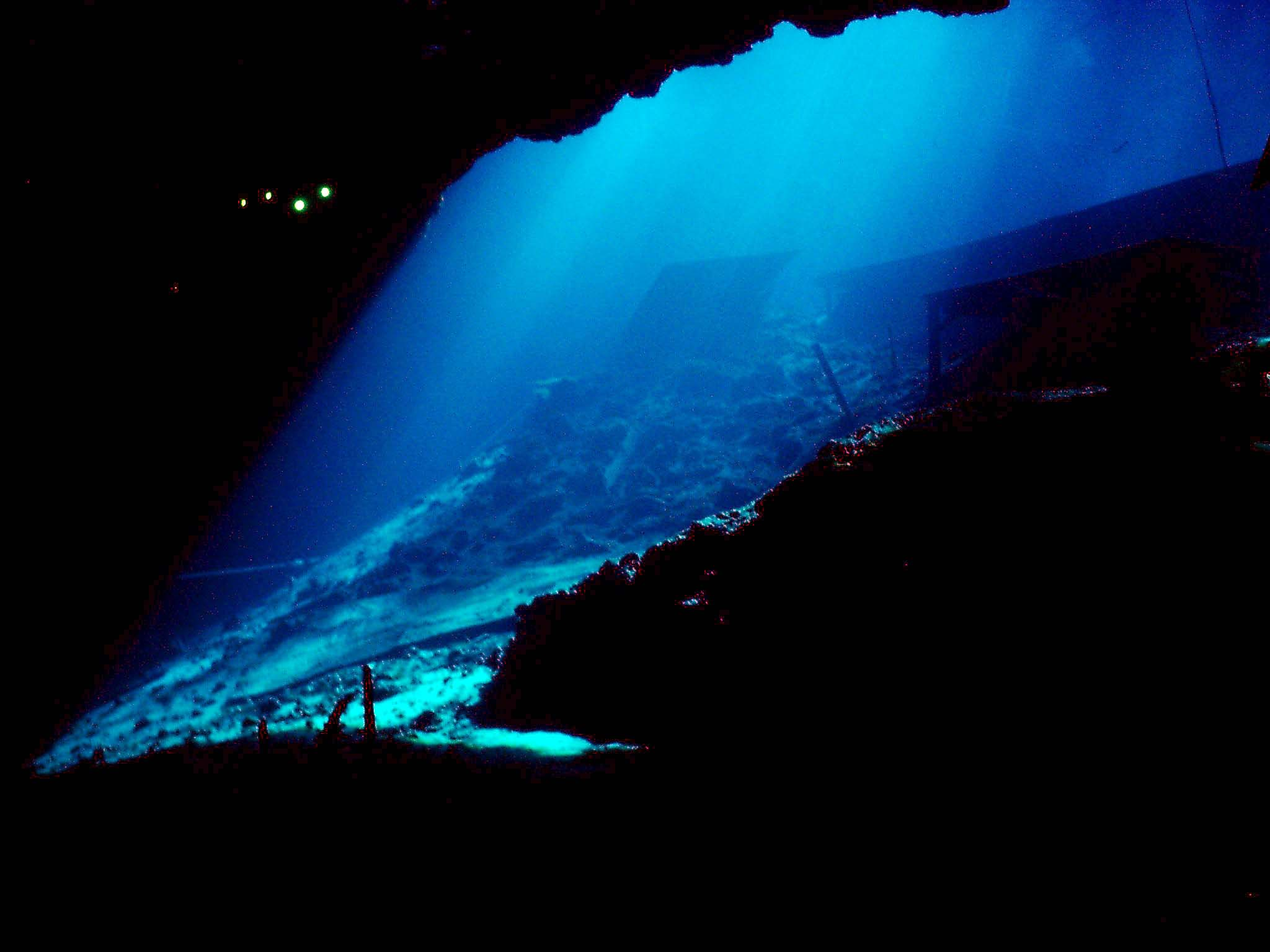 Mix monday deep sea exploration bassweight society - Dive deep blue ...